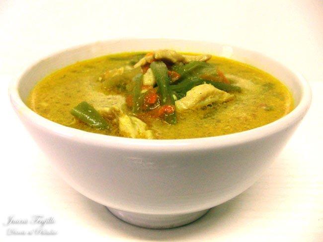20120802195542-sopa-de-pollo-al-curry.jpg